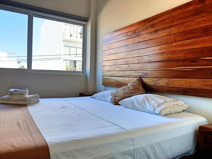 PN5 - KING BED Studio + Rooftop POOL + Fast WIFI!!