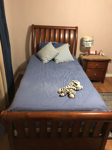 Aggie Mom's Room ( twin and trundle beds)