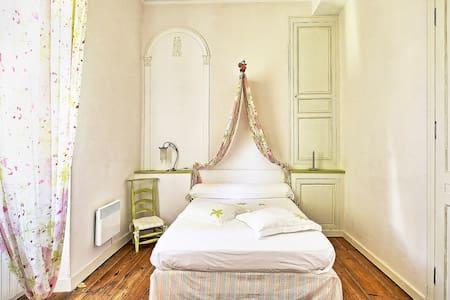 Chambre  au Chateau de Laubardemont - Sablons - Castelo