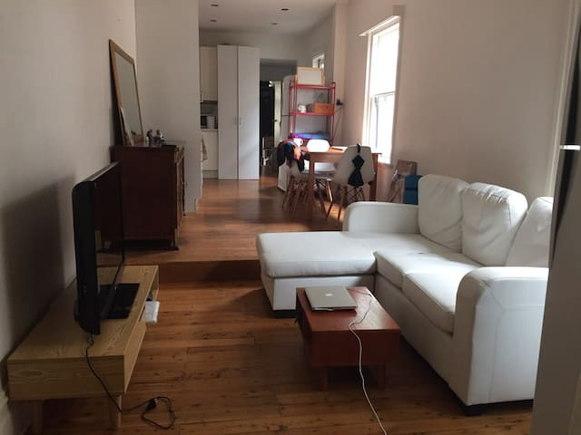 Convenient location, clean room. - Waterloo - House
