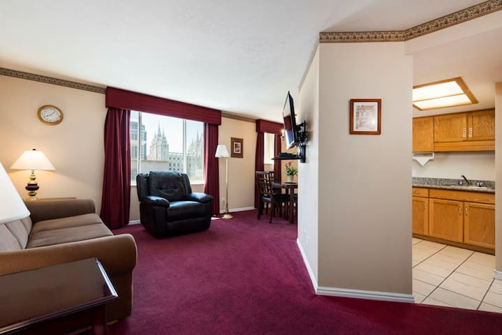 FURNISHED CONDO BY TEMPLE SQUARE (Great Location!)