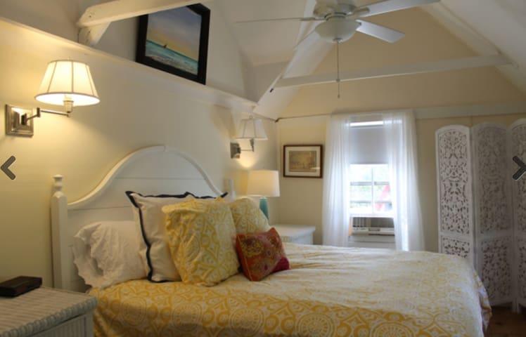 Bedroom (alternate view).