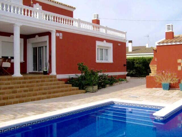 Villa Julia, plage, piscine, wifi et tranquillité