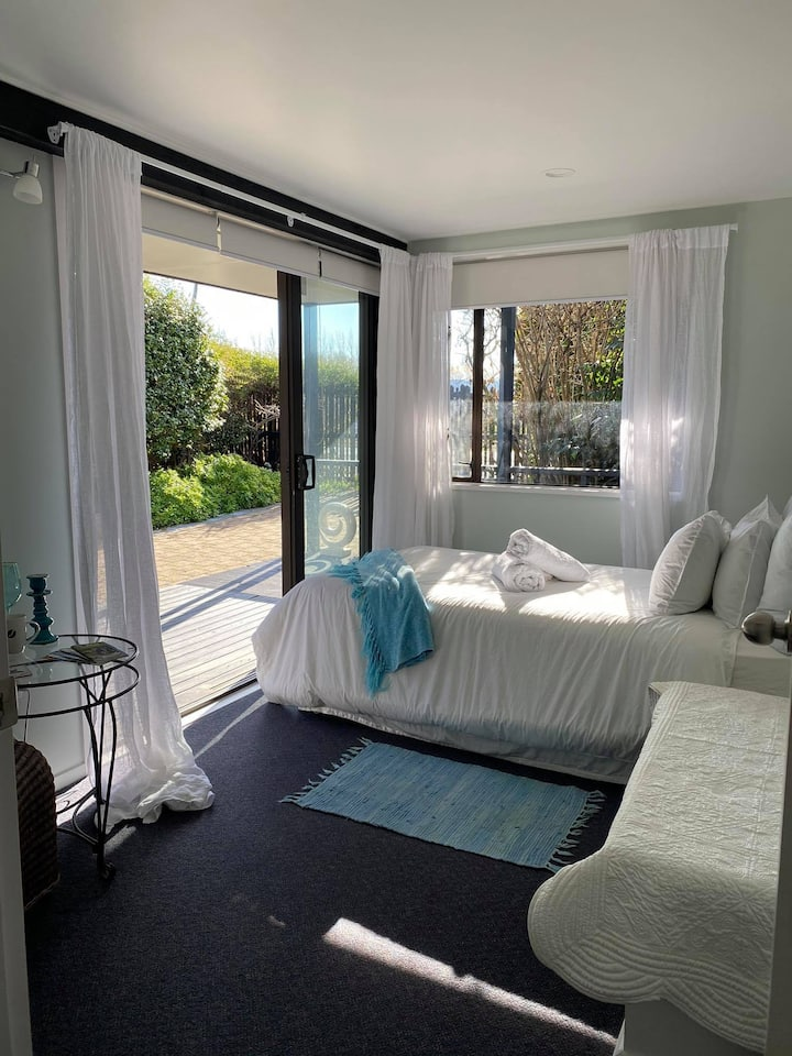 Single room, Cafe/bar/giftshop 1 hour to Mt Hutt