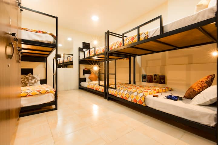 A Bed in 6 Bed Mixed Dorm in Mumbai