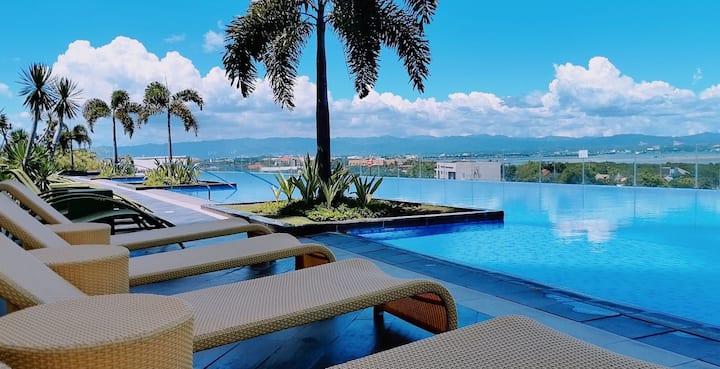 SLR Perfect Getaway Pool View and Sea View Condo