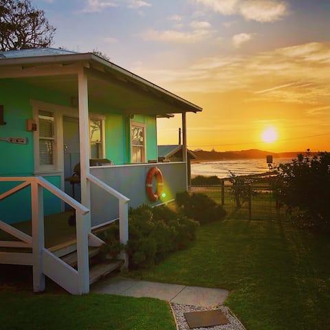 Beachfront AURORA Currarong: views, pets, romantic