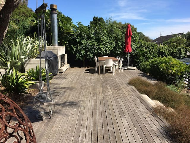 Comfortable two bedroomed Mt Eden apartment - Auckland - Bungalow