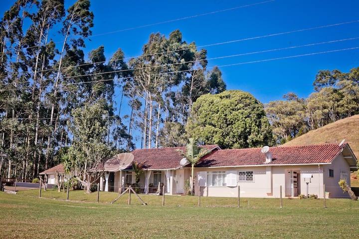 Casa de Campo Saraiva - 12 pessoas