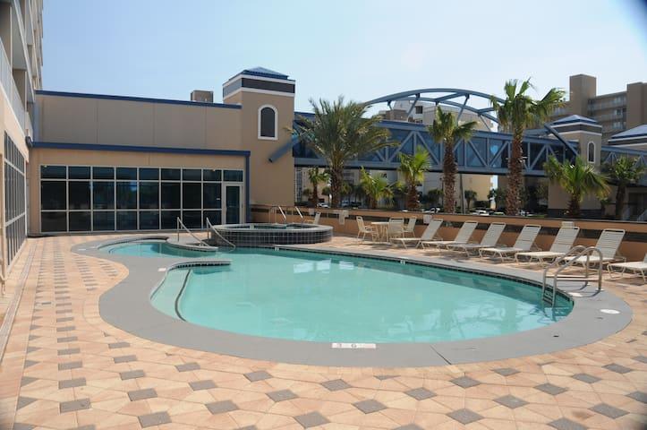 Pool/Spa (Building Side)