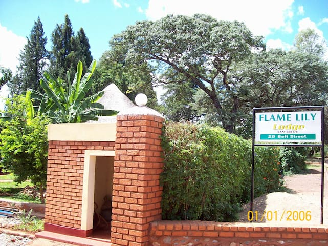 Flame Lilly  Lodge Shurugwi - Gweru - Bed & Breakfast