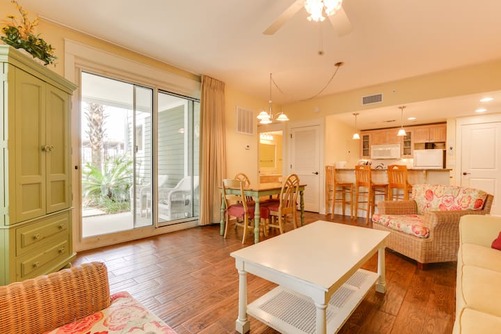 Super cute Baytowne Wharf condo - walk to the action - tram ride to the beach
