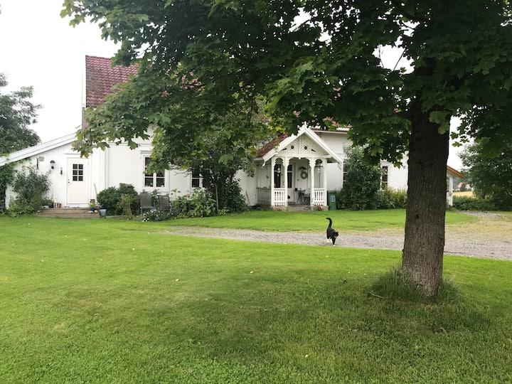 Apartment in farm house, big garden, 34 min  Oslo