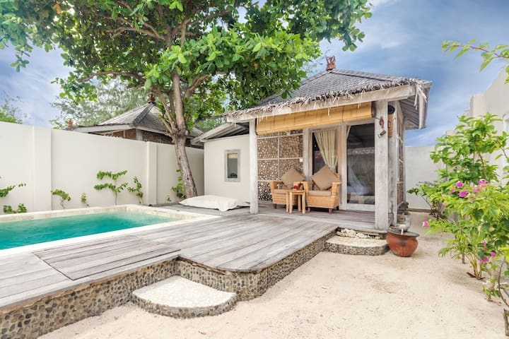 Promo Villa next to the beach with private pool