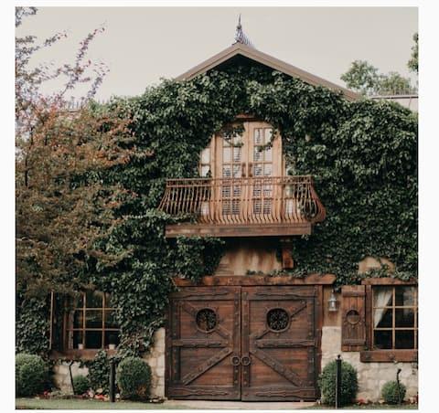 Charming Rustic Loft at Wadley Farms
