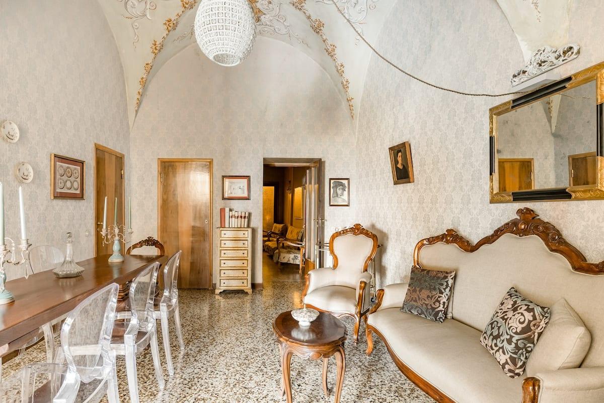 Antica dimora con giardino e frutteto nel centro storico di Montepulciano