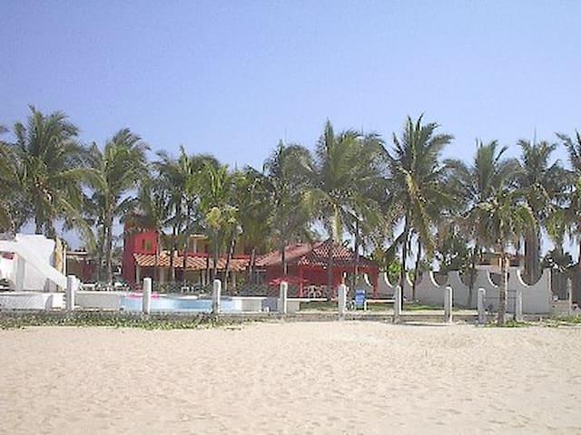 Ocean front Villa room #3 - Acapulco