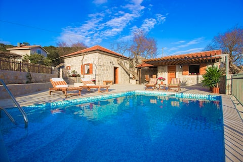 ❤️STONE  VILLA❤️ HEATED PRIVATE POOL, GREAT OFFER !