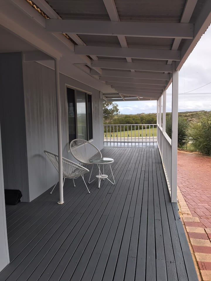 Coastal Getaway - Guilderton - 1 hour from Perth