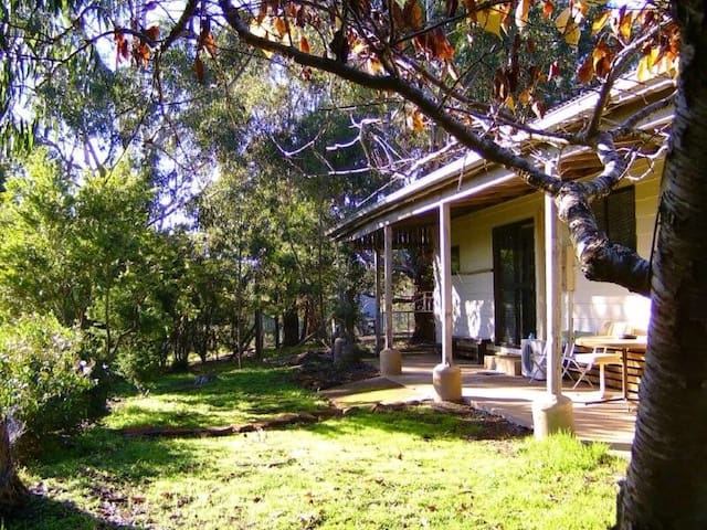 Peaceful retreat and great views - Barwon Downs - บ้าน