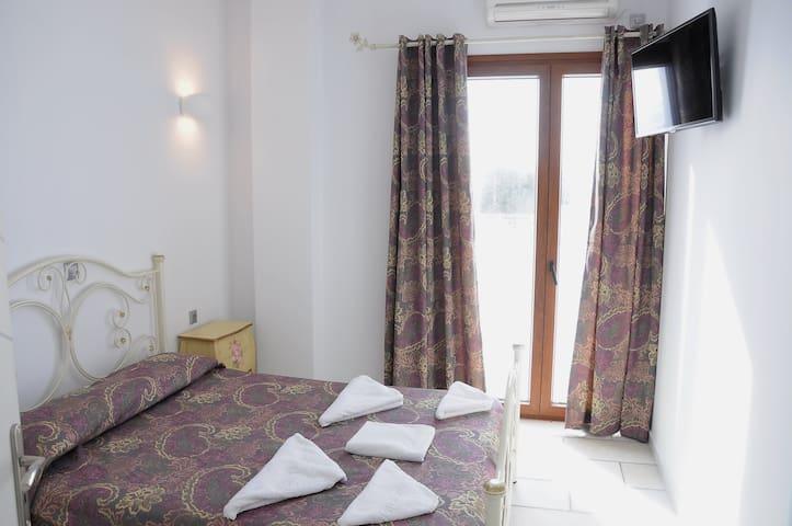 Ariadne suite with amazing view in Plaka beach - Maragkas - Wohnung