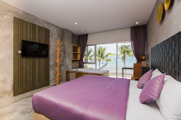 B Superior King Room with Partial SEA VIEW BATH :)