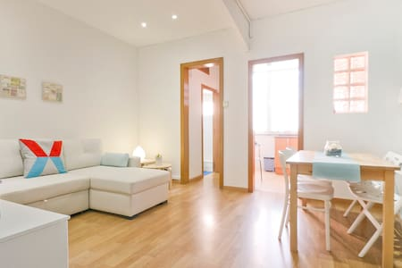 Beach apartment. Huge bed & 1 single - Sant Adrià de Besòs