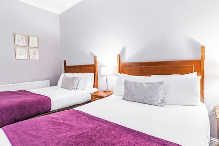Private en suite Twin Room near Powerscourt,