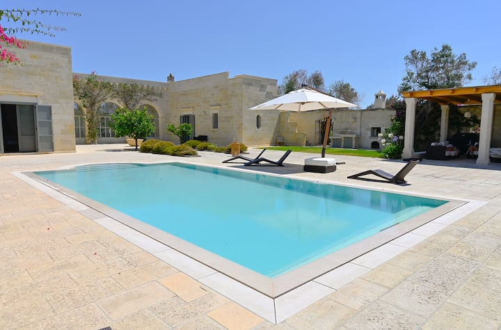 Stunning Masseria, heated pool, 10 guests