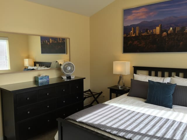 Private Bed/Bath Suite in Gated Community (S&S)