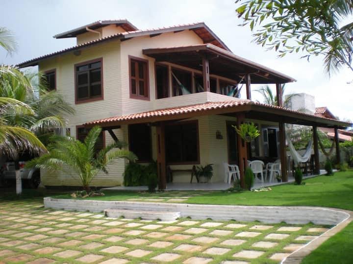 Belíssima casa de praia duplex a 50m do mar.