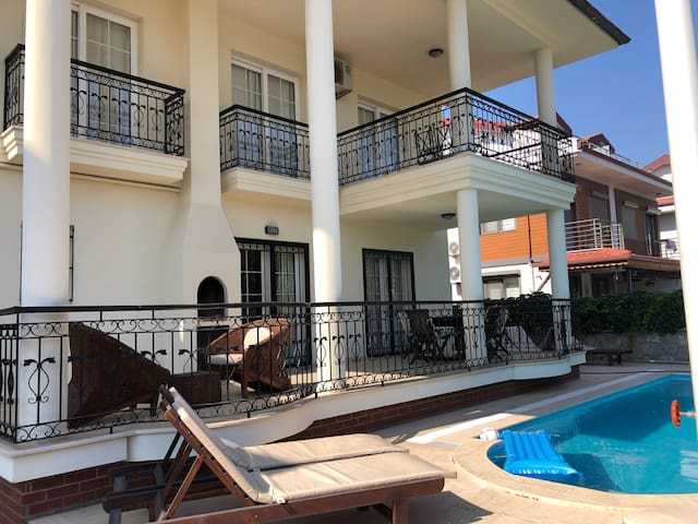 Villa in Calis with private pool, 5min to beach