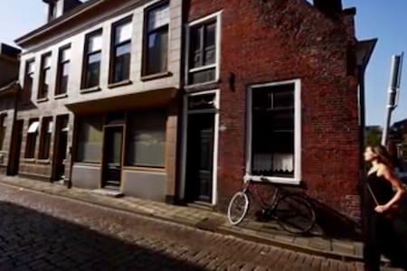 Unieke Overnachting Centrum - Groningen - Reihenhaus