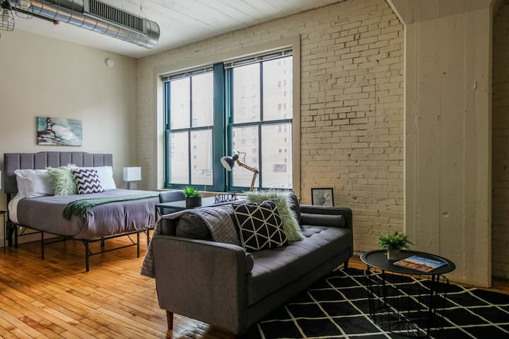 Comfortable Studio Apt, Walk Anywhere