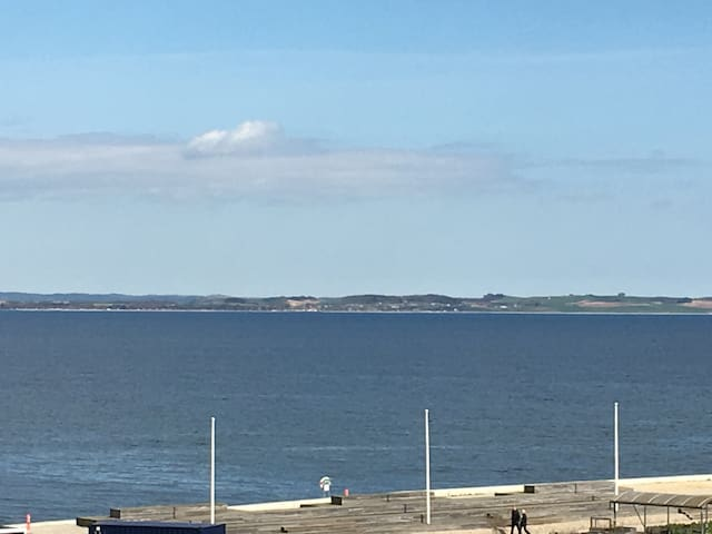 New apartment with ocean view, balcony & elevator - Aarhus - Apartamento