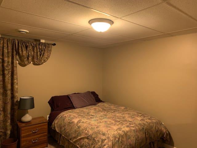 Room#2- 1 queen bed