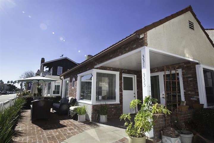 Steps from the Bay BEST FAMILY HOME 3 BDR Sleeps 9 - Newport Beach - Huis