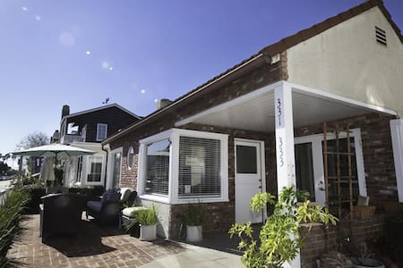 Steps from the Bay BEST FAMILY HOME 3 BDR Sleeps 9 - Newport Beach - Hus