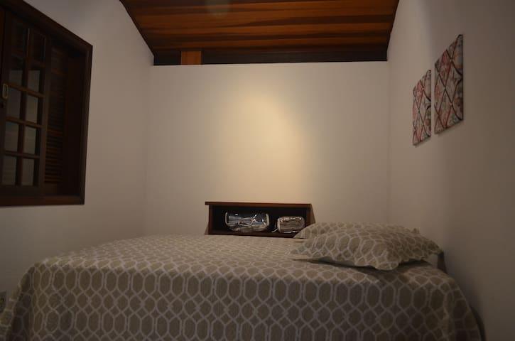 segundo quarto com cama box queen size para casal