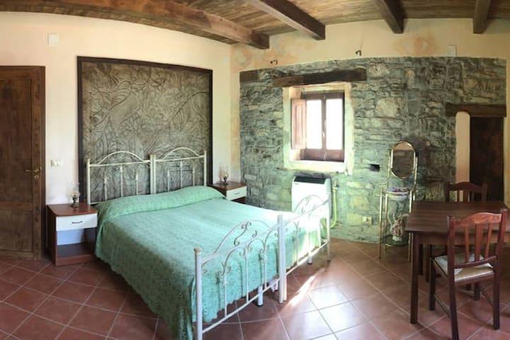"""Quercia"" room at CASA MASTROTA"