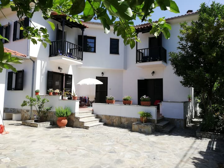 ⭐️Charming + Comfy Villa in Chorto ⭐️ Sea, Nature and Summer. ♥ Wi-Fi ♥ Free Parking