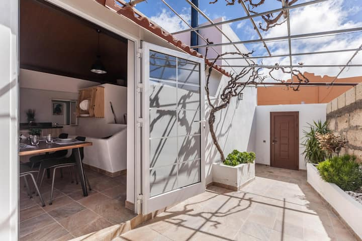 Vacation Home Casa Jacinto with Rooftop Terrace, Sea View, Mountain View, Air Conditioning & Wi-Fi