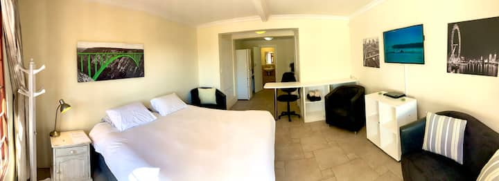 Open Studio in Vredehoek close to amenities