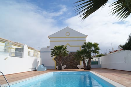 Brand new Villa with 3 bedrooms, amazing location - Manta Rota - House