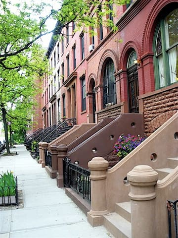Manhattan Townhome Garden Apartment - New York - Maison