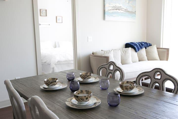 ★ [57]  2 Beds/2 Baths Upscale Apartment
