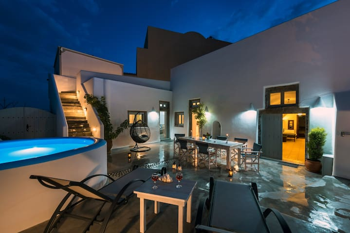 Deluxe Villa Alia & Welcome Drink - up to 3pax