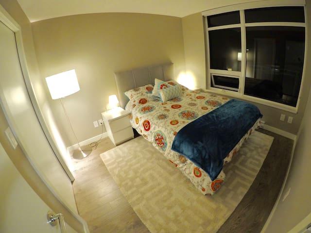 Luxury Residence 1 Bedroom + Den - Richmond - Appartement