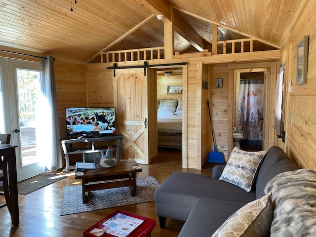 Escape to the Mountains! New,Clean Cabin W/Hot Tub