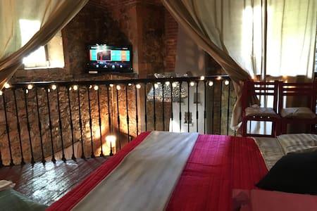 Habitación tipo loft en casa de piedra - Guanajuato